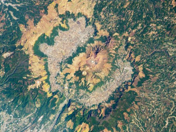 aso-vulkan-japan-foto-iss