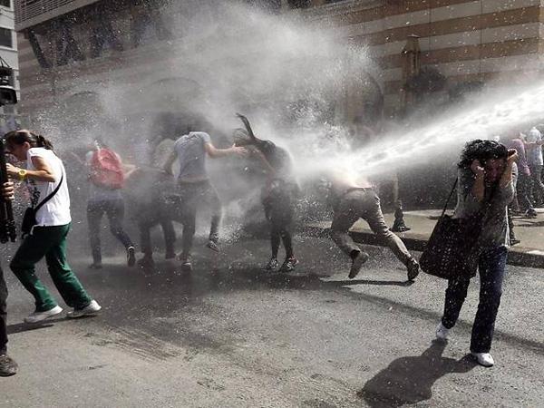 demonstranten-tuerkei-hautveraetzungen