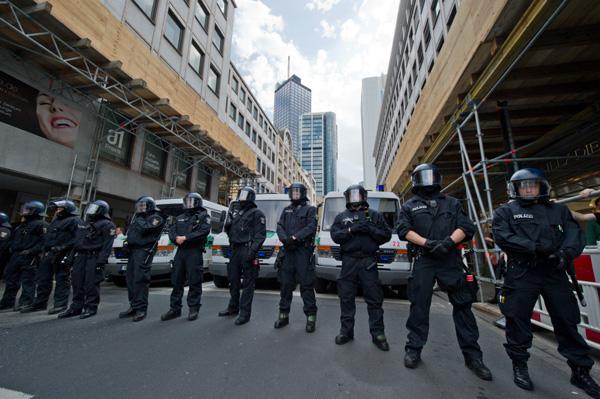 polizei-blockupy-frankfurt-2012