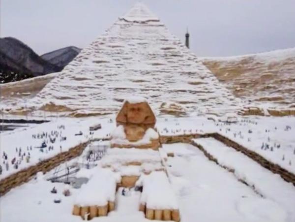 schnee-pyramiden-sphinx