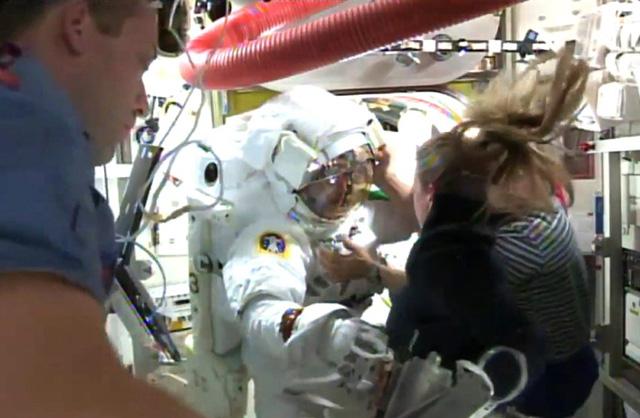 astronaute-anzug-defekt-ertrunken