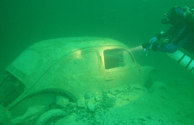 autowrack-unterwasser