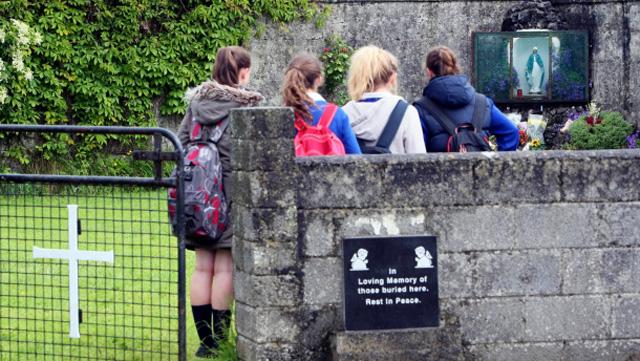 massengrab-irland-babys-gedenken