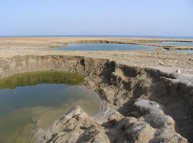 dead-sea-hole