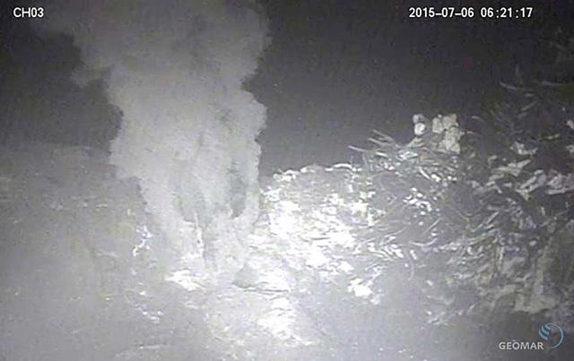bild-vulkan-unterwasser